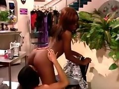 Lesbo black chicks lick each other